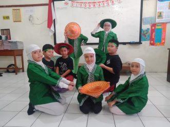 Siswa SD Muhammadiyah 1 Solo Belajar Tari  Indonesia dari YouTube