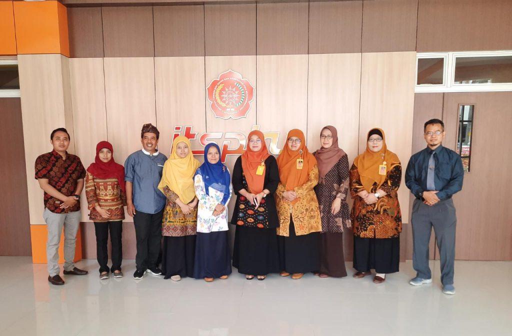 AIS Muhammadiyah Semarang Studi Banding di ITS PKU Muhammadiyah Surakarta